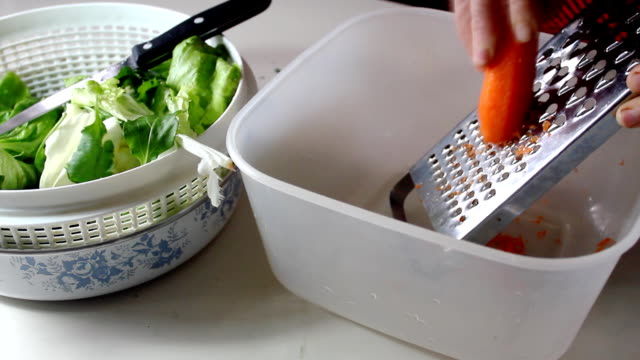 Grating Carrot: HD – Video
