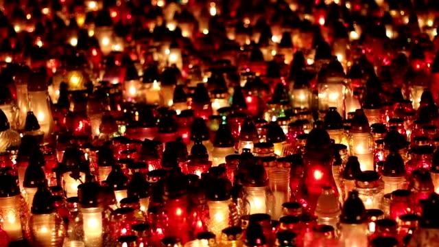 stockvideo's en b-roll-footage met ernstige kaarsen bij nacht - funeral crying