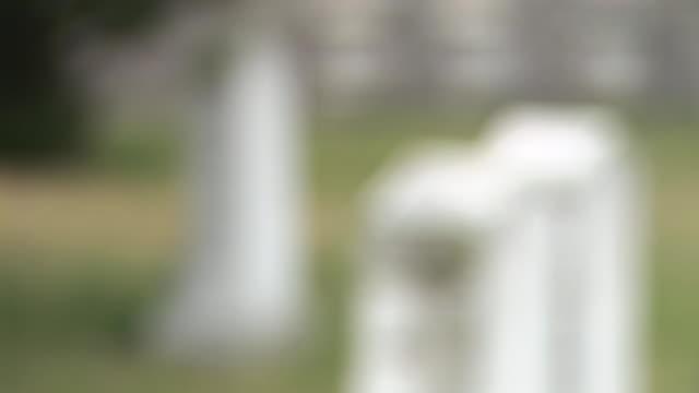 stockvideo's en b-roll-footage met hd: gravestones - infaden