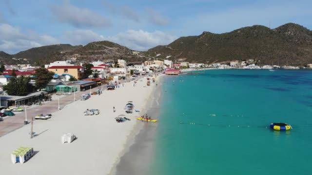 great bay beach, philipsburg, sint maarten/saint martin, caribbean islands - saint martin caraibi video stock e b–roll