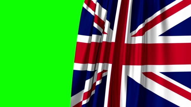 vídeos de stock, filmes e b-roll de abertura da cortina da bandeira de grâ bretanha. tela verde. canal alfa. - arte, cultura e espetáculo