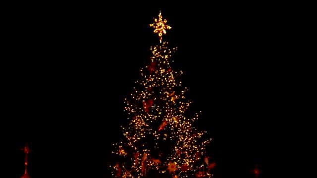 グレートには、ダウンタウンのクリスマス ツリーが飾られています。 - クリスマスツリー点の映像素材/bロール