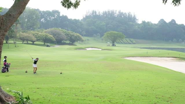 bra golf skott från tee - sportaktivitet bildbanksvideor och videomaterial från bakom kulisserna