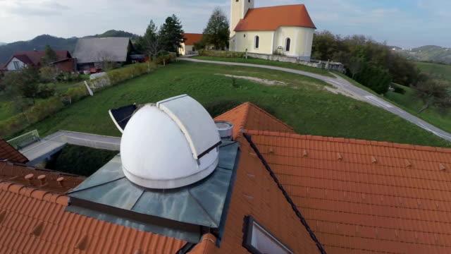 vidéos et rushes de superbe vue depuis le restaurant the observatory - réfracteur