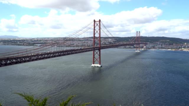 vídeos de stock e filmes b-roll de great view of the 25th of april bridge in lisbon at beautiful summer day - passagem de ano