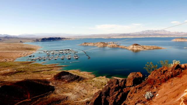 splendida vista sul deserto del nevada e il lago mead - red rock canyon national conservation area video stock e b–roll