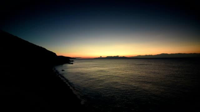vídeos de stock e filmes b-roll de greece, beautiful sunrise over beach. - montanha costeira