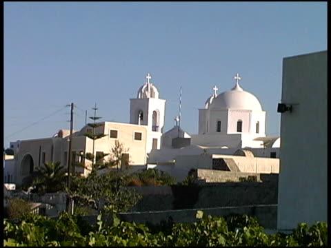 grecia: tradizionale isole greche chiesa in vigneto - isole egee video stock e b–roll