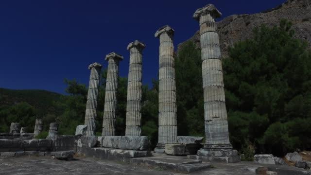ギリシャの柱、古代遺跡、アテナのプリエイン寺院、4k - プリエネ点の映像素材/bロール