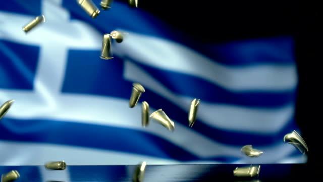 vidéos et rushes de drapeau grec derrière des balles tombant au mouvement lent - première guerre mondiale