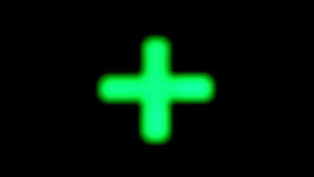 green blinzeln kreuz auf schwarzem hintergrund - kreuz religiöser gegenstand stock-videos und b-roll-filmmaterial