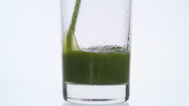 Green Juice Vertical Pour video