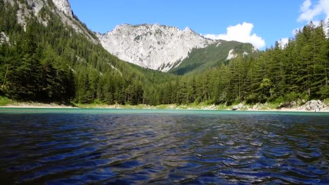green lake, tragöß, styria, avusturya - styria stok videoları ve detay görüntü çekimi