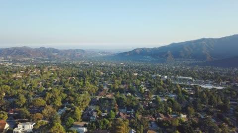 green neighborhood di la 0 - collina video stock e b–roll