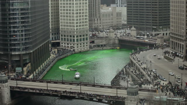 vidéos et rushes de green river- chicago st. patty s day - saint patrick
