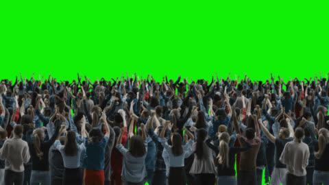 green screen: crowd of people having fun, cheering, applaus, celebrating at sport event, concert, festival, party. rückansicht. chroma key, schwarzer bildschirm, silhouette weiße menschen auf schwarzem hintergrund - feiern stock-videos und b-roll-filmmaterial