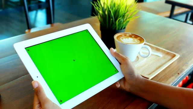 Verde tela tablet Digital com café-da-manhã - vídeo