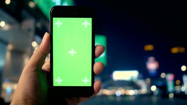 建物外観手に緑色の画面 - 緑 ビル点の映像素材/bロール