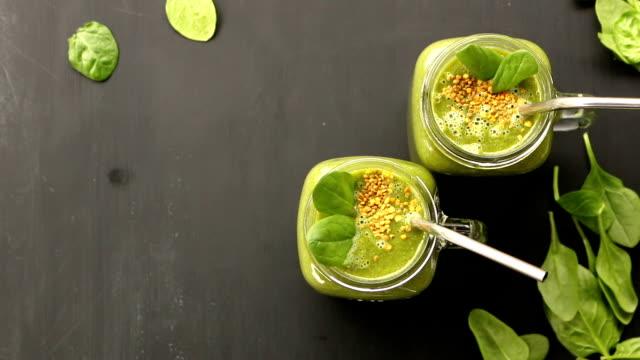 Green Smoothie in einem Glas – Video