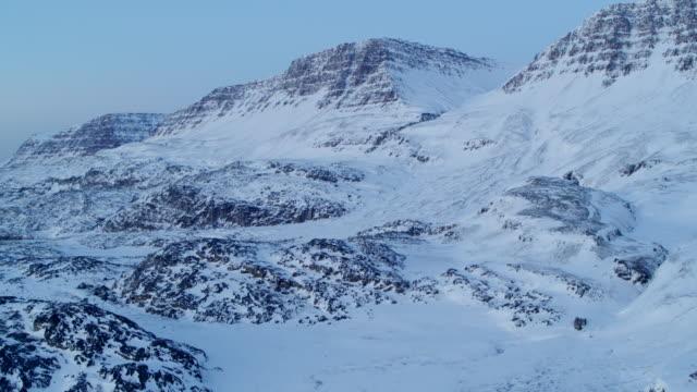 stockvideo's en b-roll-footage met groenland van bovenaf - sneeuwkap