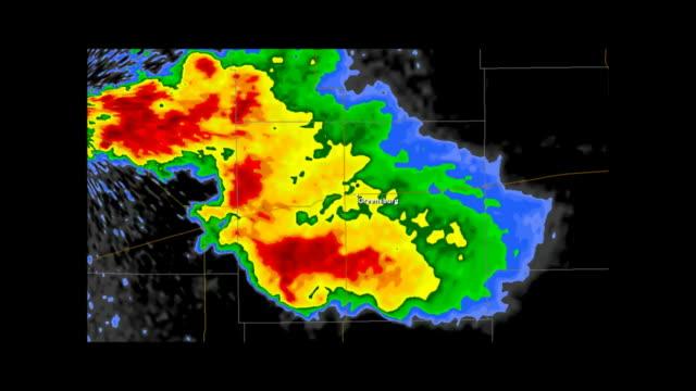 vídeos de stock, filmes e b-roll de greensburg, kansas 2007 tornado doppler radar - meteorologia