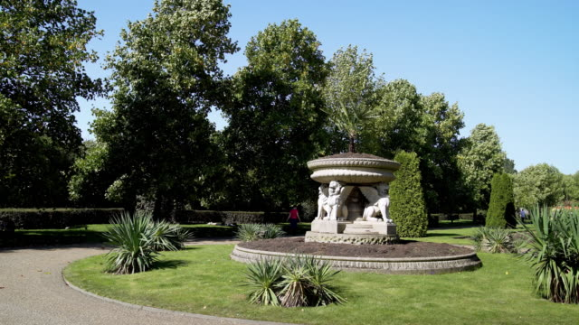 Griffin Tazza (Lion Vase) in London Regent's Park Avenue Gardens