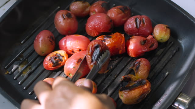 Grill Tomato On Pan