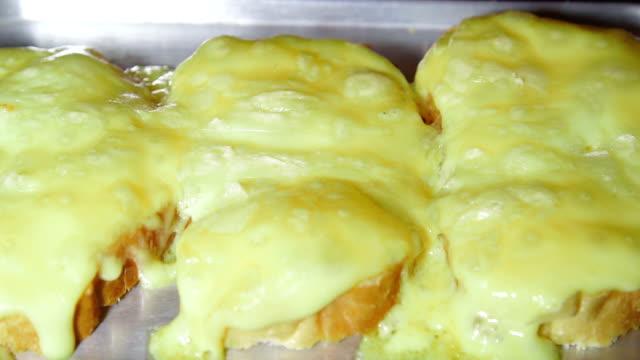 grilled cheese on toast in toaster oven - cheese sandwich bildbanksvideor och videomaterial från bakom kulisserna