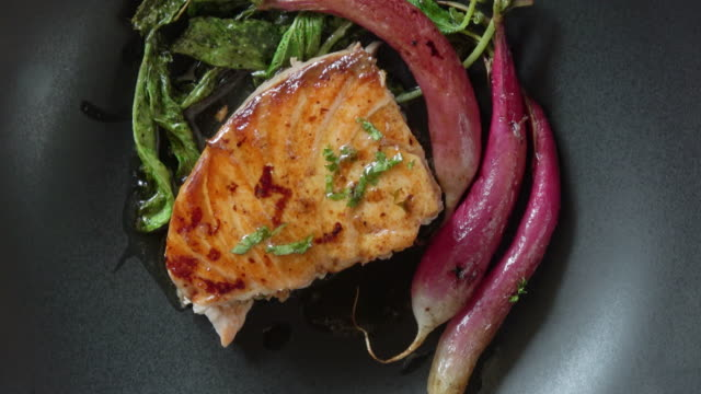 grilled salmon fillet with roasted organic radishes - gastronomico video stock e b–roll