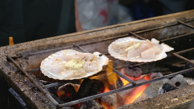 Grilled Scallop with butter and soy sauce video