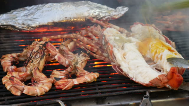 Grilling lobsters video