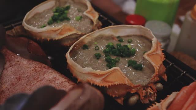 grillning miso och krabba, slowmotion - misosås bildbanksvideor och videomaterial från bakom kulisserna