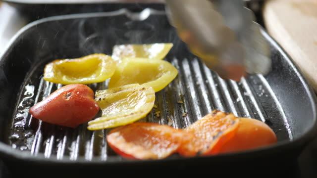 grilling pepper on griddle pan at home kitchen - płyta do pieczenia filmów i materiałów b-roll