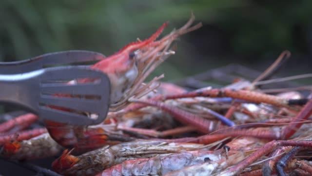 Grilling prawn