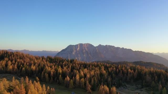 grimming mountain peak in the austrian alps during autumn - styria filmów i materiałów b-roll