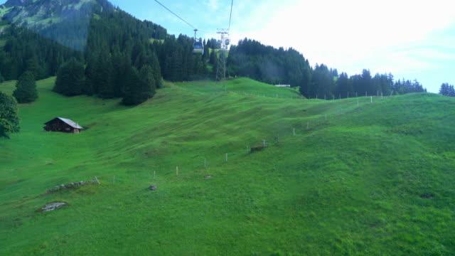 grindelwald med alperna berg i schweiz - grindelwald bildbanksvideor och videomaterial från bakom kulisserna