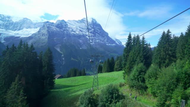 grindelwald med alperna berg i schweiz se från linbana - grindelwald bildbanksvideor och videomaterial från bakom kulisserna
