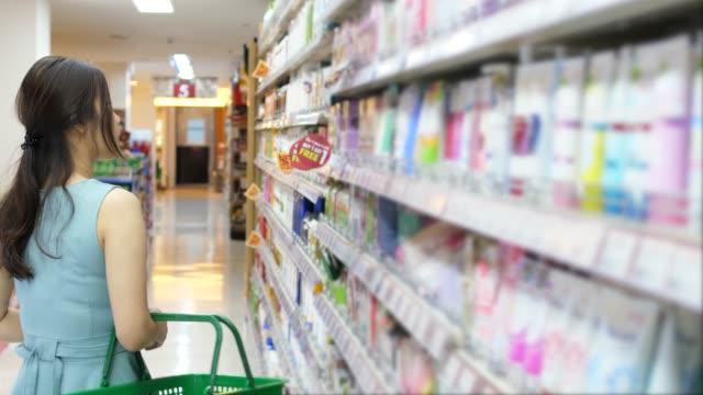 vídeos y material grabado en eventos de stock de compras - snack aisle