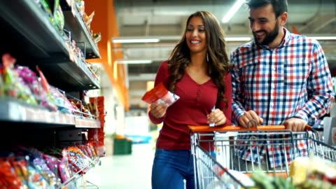 vídeos y material grabado en eventos de stock de compra de comestibles - dulces