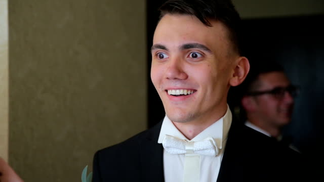 Groom's emotions when he meets bride