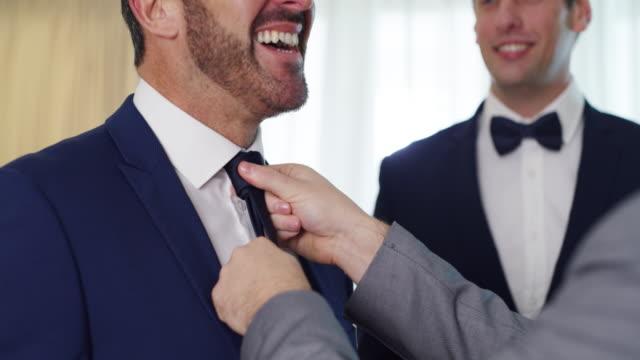 vídeos y material grabado en eventos de stock de los padrinos se reportan para el servicio - corbata