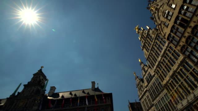 grote markt in antwerp with sun, panning - belgio video stock e b–roll