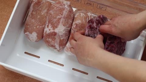 vídeos de stock e filmes b-roll de ground meat, beef and turkey fillet in the freezer - carne