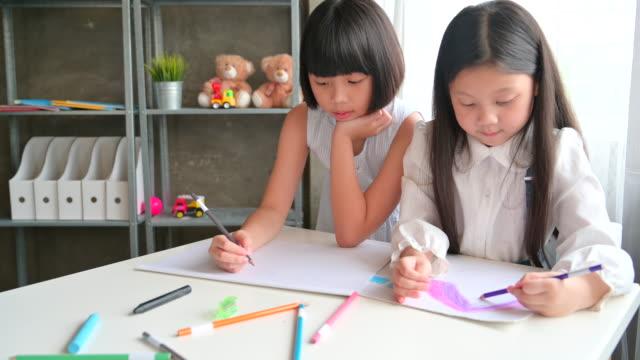 gruppe der asiatischen kind in arts förderklasse - grundschule stock-videos und b-roll-filmmaterial