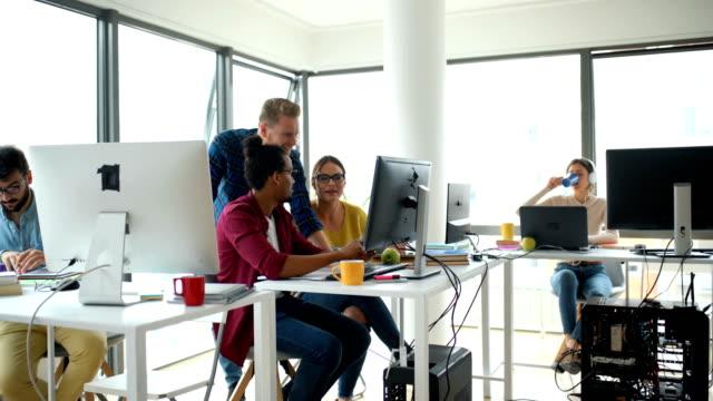 group of developers busy at the office. - продвижение трудовые отношения стоковые видео и кадры b-roll