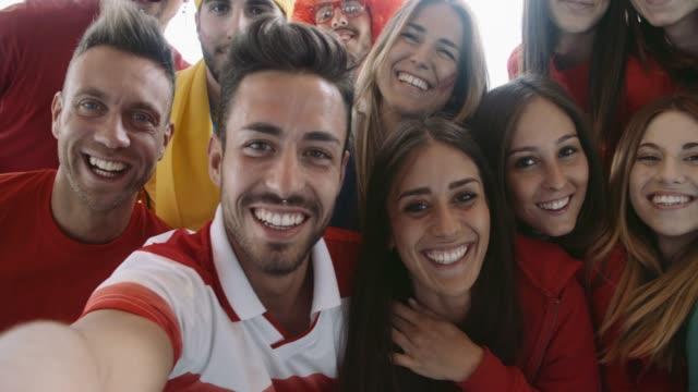 vídeos de stock e filmes b-roll de group of fan sport taking selfie. shot in slow motion - soccer supporter portrait