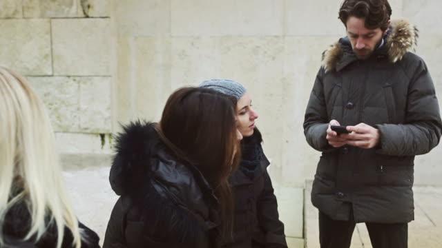 Gruppe von Freunden in Rom – Video