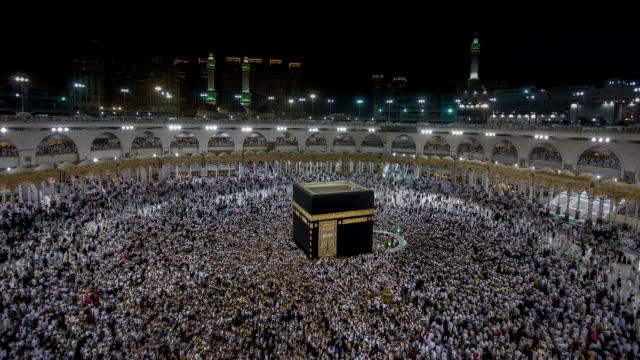 ラマダン月のモスクで祈りの中にイスラム教のグループ - モスク点の映像素材/bロール