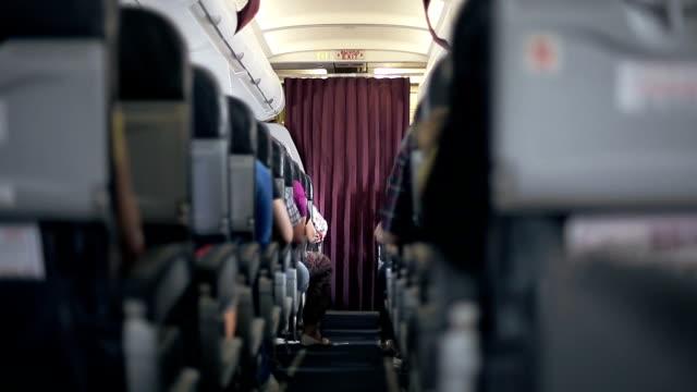 사람집합 이용하지 항공기 - airplane seat 스톡 비디오 및 b-롤 화면