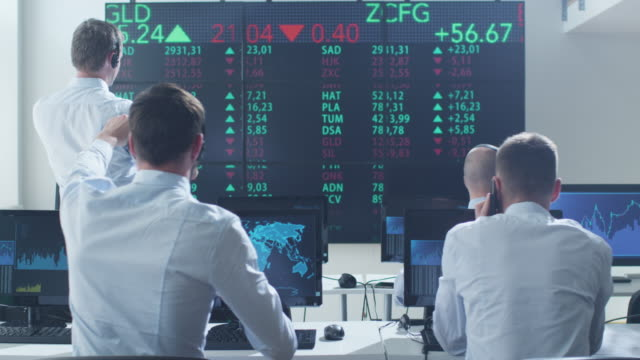 Group of Stockbrockers Actively Working at Stock Exchange - vídeo